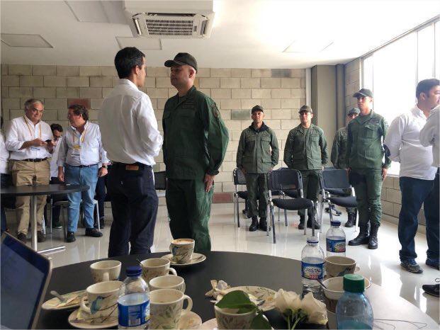 Militares saludaron a Guaidó como su comandante en jefe