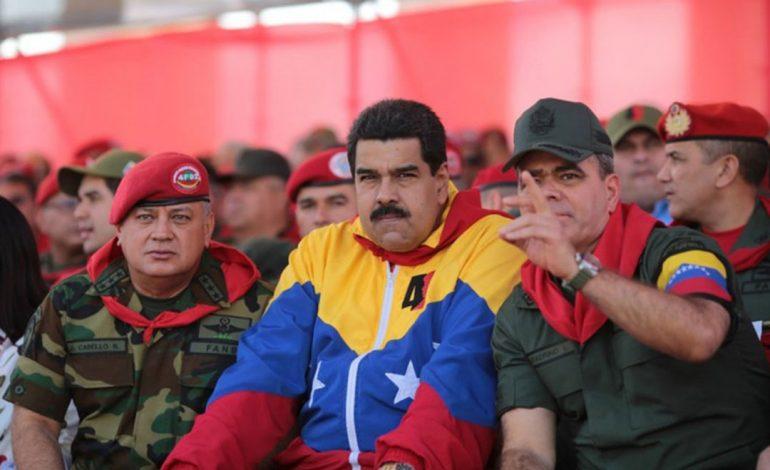 """Maduro ordena más maniobras militares para la """"defensa del sistema eléctrico"""""""