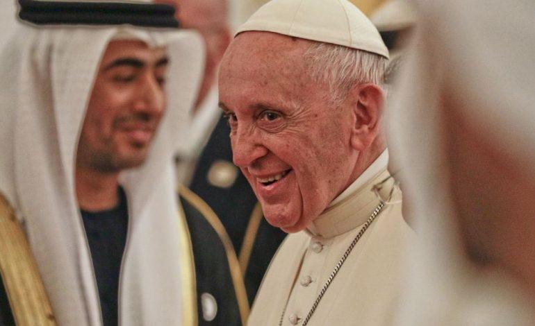 ¡Arde el Vaticano! Exembajador de la Santa Sede en EEUU acusó al papa de mentiroso
