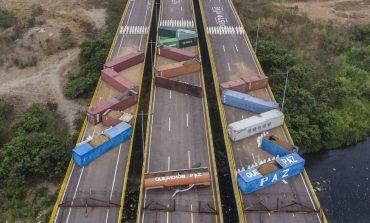 Contenedores colocados por el régimen madurista causan daños estructurales en el puente Tienditas