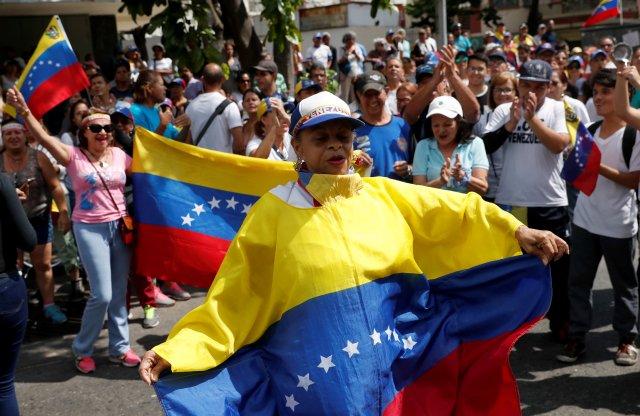 Venezolanos acataron el llamado de Guaidó y salieron a protestar este sábado (+fotos)