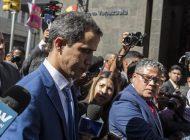 Amoroso amenaza con inhabilitar y congelar bienes a los funcionarios que apoyen a Guaidó