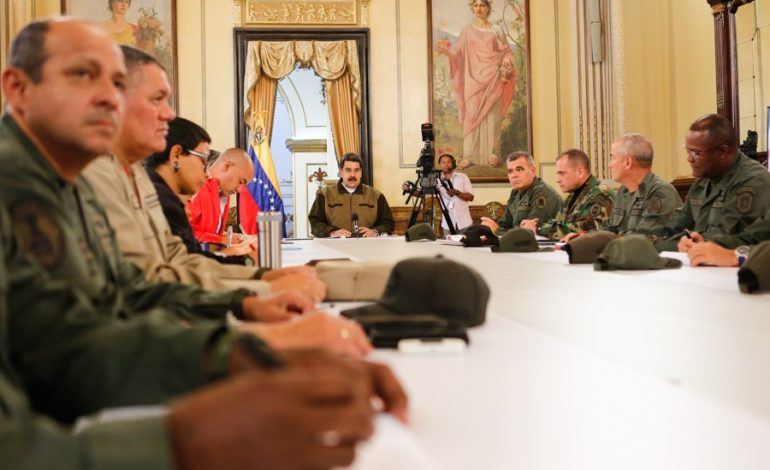 Maduro llamó a los colectivos a defender al pueblo de aquellos que hacen transacciones con el dólar