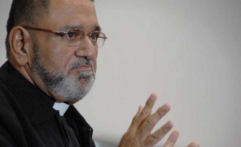 El padre José Palmar critica al papa Francisco luego de perder su fe en él
