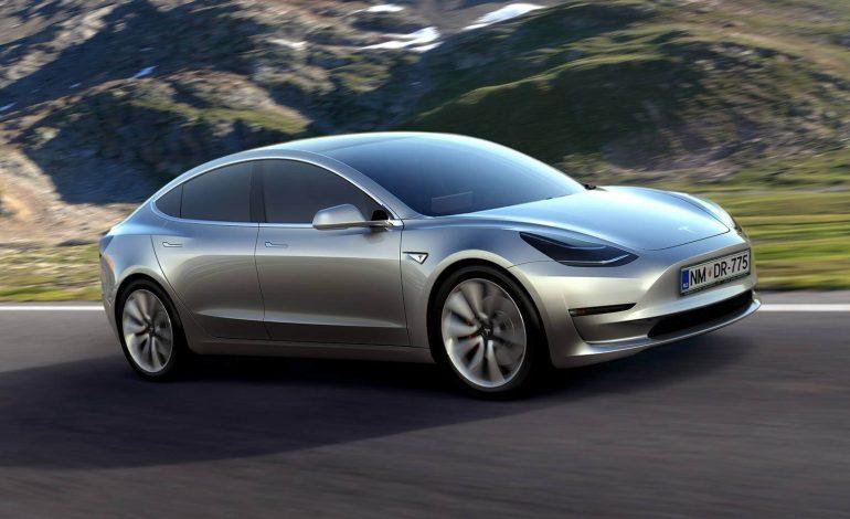 China bloqueó la entrada a mil 600 automóviles americanos Tesla Model 3