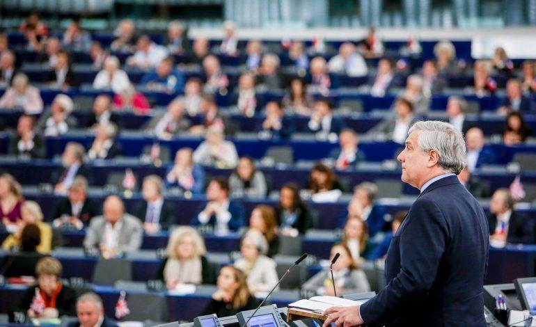 Antonio Tajani invitó a Guaidó a asistir al Parlamento Europeo
