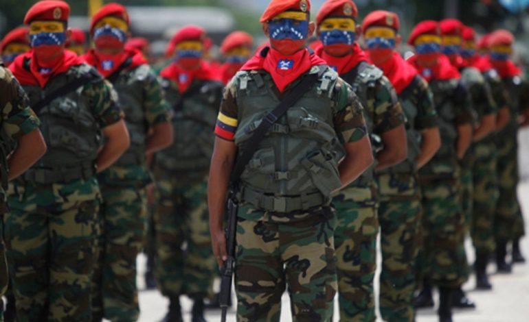 EEUU mantiene contacto con la FANB sobre los colectivos
