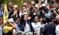 En vídeo: el emotivo reencuentro entre Guaidó y su madre tras llegar a Venezuela