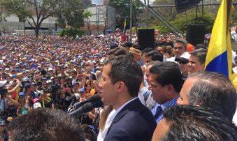 Estos famosos venezolanos estuvieron en la concentración para recibir a Guaidó