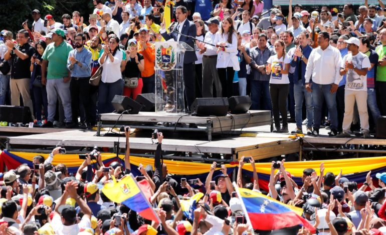 Guaidó convocó concentración nacional para este lunes