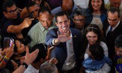 En vídeo: así fue la llegada de Guaidó al aeropuerto de Maiquetía