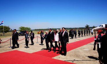 Guaidó fue recibido con honores presidenciales en Paraguay (+vídeo)