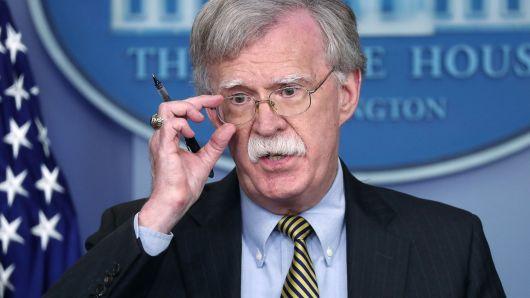 Bolton afirmó que EEUU está considerando aplicar nuevas sanciones al régimen de Maduro