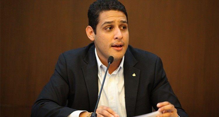José Manuel Olivares aseguró que la ayuda humanitaria pronto entrará a Venezuela