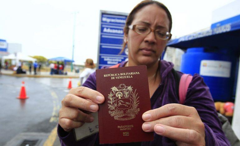 Presidente de Paraguay admitirá a venezolanos con pasaportes vencidos en su país