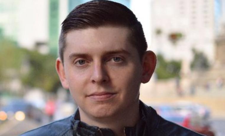 Expulsan a periodista estadounidense tras liberación de su asistente