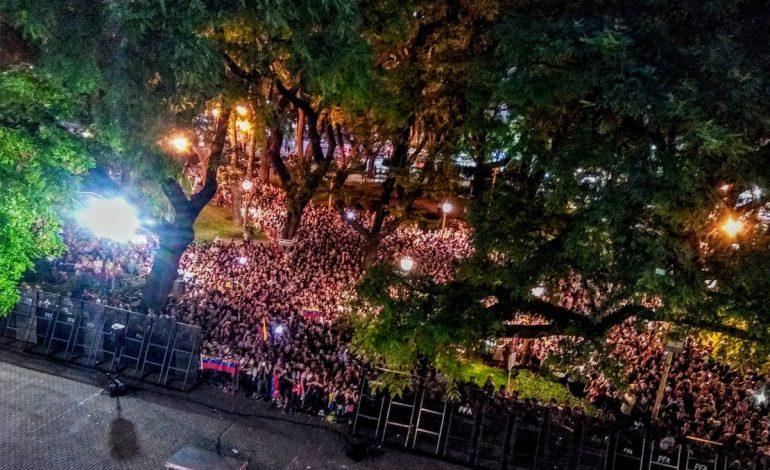 """""""Queremos regresar"""": el grito de cientos de venezolanos en Argentina durante encuentro con Guaidó"""
