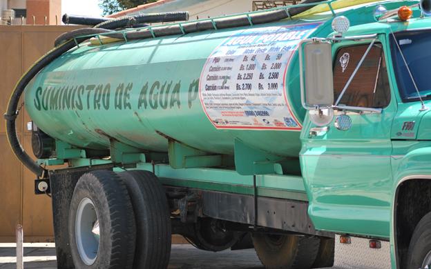¡Insólito! Hasta 100 dólares cobran por servicio de cisternas en Venezuela