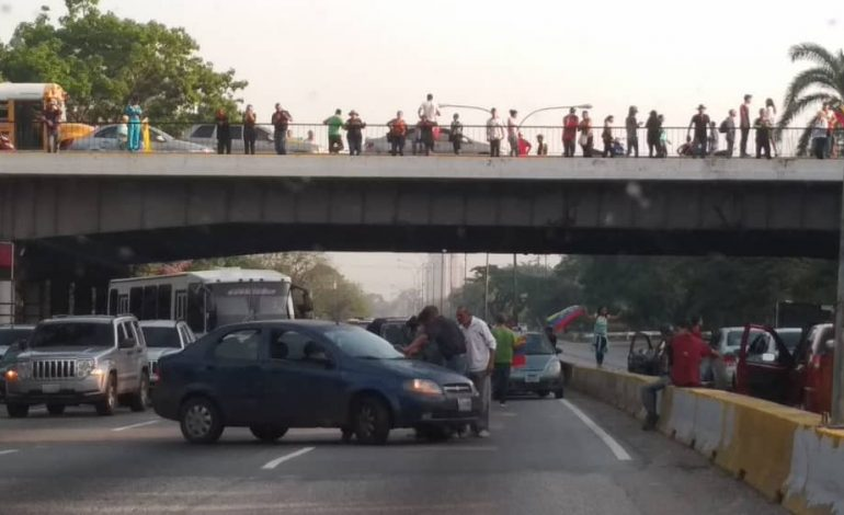 Carabobeños salen a las calles a respaldar a Guaidó