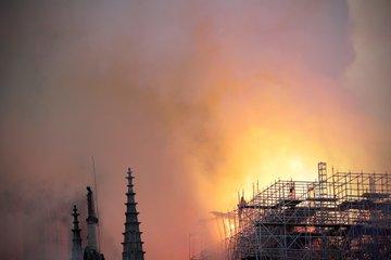 Consternación mundial ante incendio en la catedral de Notre Dame