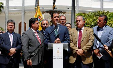 """Guaidó crea """"Comisión de Protección"""" para los empleados públicos"""