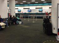 Más de 200 venezolanos varados en el aeropuerto de Miami por suspensión de vuelos a Venezuela