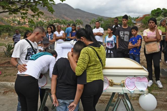 La crisis humanitaria sentencia de muerte a los niños venezolanos, según AFP