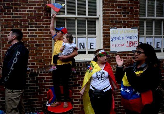 Desalojan de la Embajada de Venezuela en EEUU a grupo de activistas del régimen de Maduro