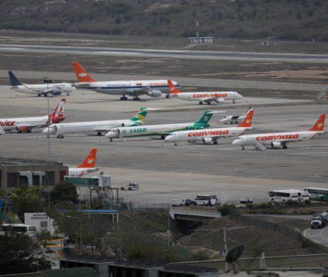 EEUU instó a grandes intermediarios a suspender el comercio de combustible para aviones con Venezuela
