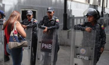 Funcionarios del régimen de Maduro impiden el acceso a la Asamblea Nacional