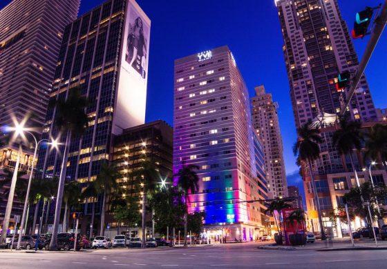 Miami activa toque de queda para resguardar seguridad de adolescentes