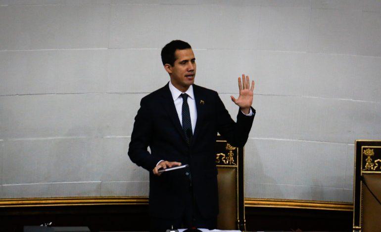 Guaidó decretó validez de pasaportes vencidos por cinco años más