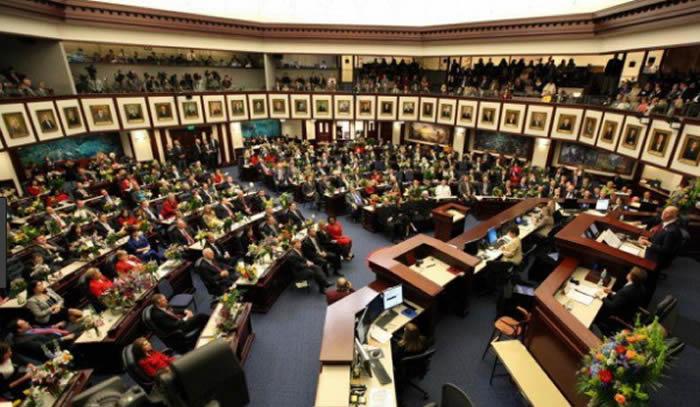 Latinos en riesgo por proyecto de ley que prohíbe las llamadas ciudades santuario