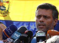 Leopoldo López llegó este domingo a España después de abandonar embajada en Caracas