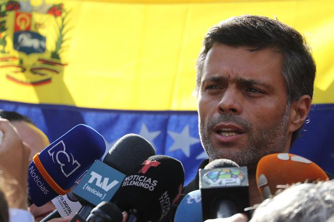 Podemos presiona a Pedro Sánchez para que la Embajada de España en Caracas expulse a Leopoldo López