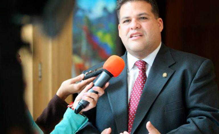 Diputado Manuel Casella se resguarda en la embajada de México