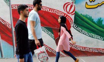 """Irán vigila movimientos de EEUU y amenaza con """"respuesta aplastante"""""""