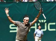 El tenista suizo Federer se tituló campeón por décima vez en Halle en Alemania
