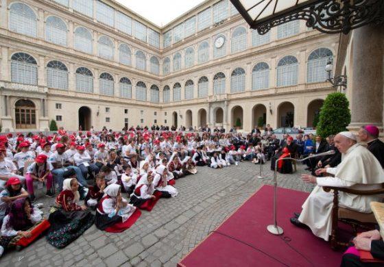 Papa Francisco se reunió con más de 400 niños víctimas de desgracias