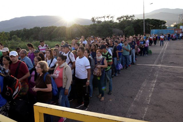 Guaidó: Si no cumplieron con otros compromisos, menos lo harán con los carnets migratorios