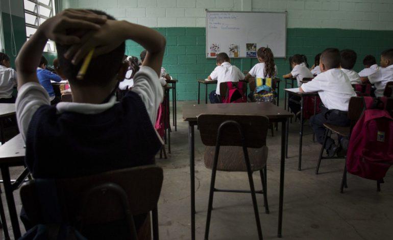Educación escolar, asfixiada por la crisis económica en Venezuela