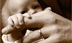 ¡Una Ternura! Príncipe Harry publicó foto con su hijo Archie para celebrar Día del Padre