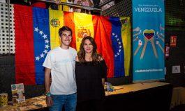 Joven español de 17 años canta por Venezuela