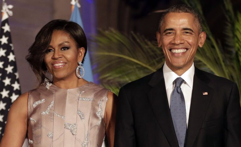 Michelle y Barack Obama firman acuerdo con Spotify para producir podcasts