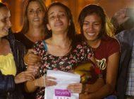Karen Palacios fue recibida entre lágrimas y abrazos por familiares y amigos