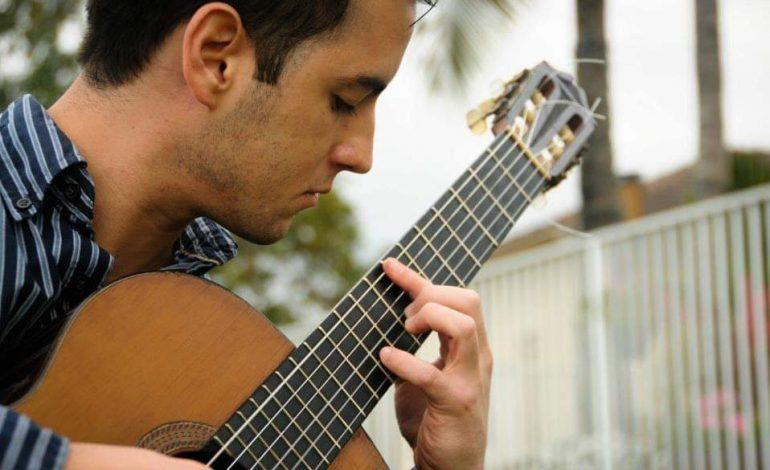 Aureo Puerta Carreño presentó una nuevo creación: música para guitarra compuesta mediante diseños geométricos