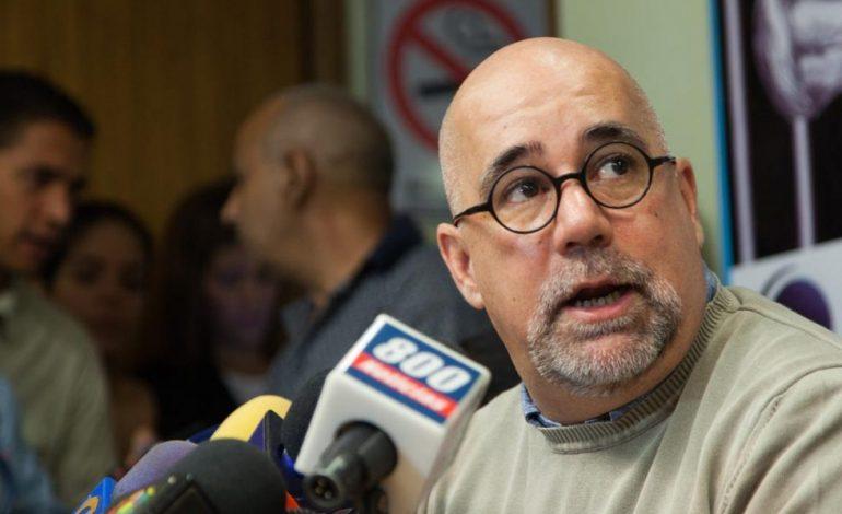 Gonzalo Himiob: No hay artículo en las leyes que autorice a los funcionarios quitar billetes de moneda extranjera