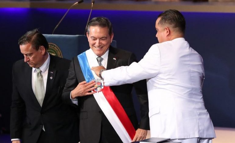 Laurentino Cortizo asumió la presidencia de Panamá hasta 2024