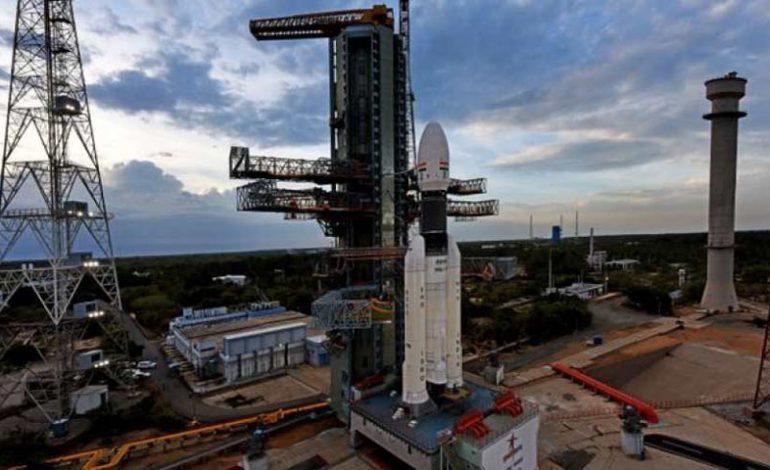 India lanza con éxito misión al inexplorado polo sur de la Luna