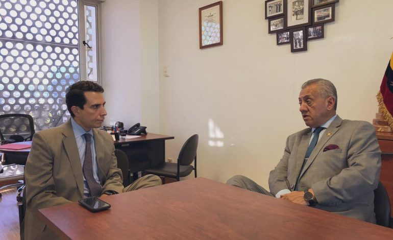 Embajador de Guaidó expuso ante Parlamento ecuatoriano la importancia de reconocer pasaportes vencidos